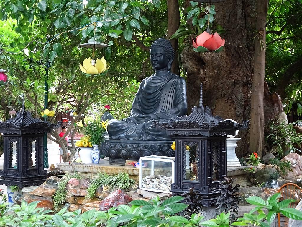 Statue in der Van Nien Pagoda Hanoi